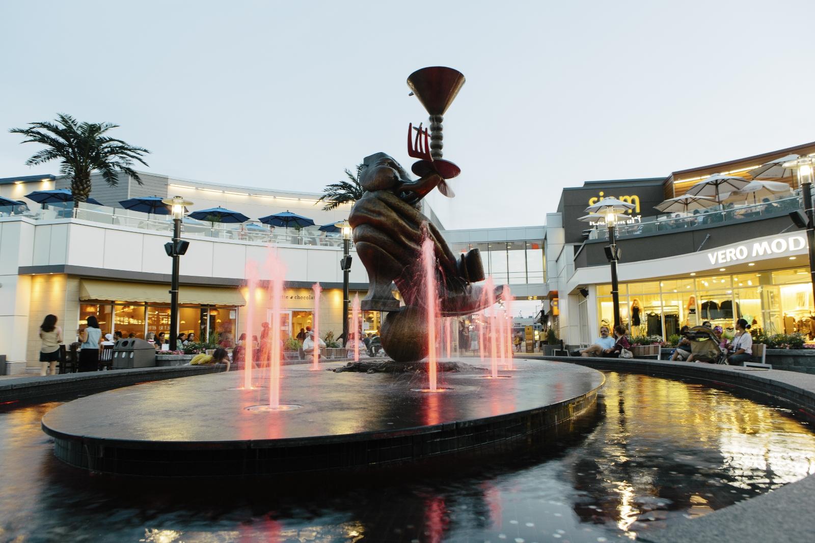Fountain at DIX30.